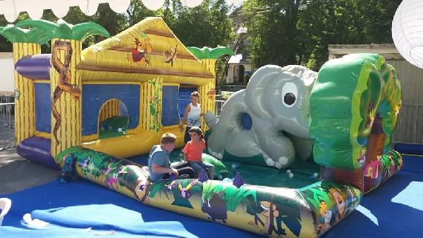 location chateau gonflable haute savoie baby jungle pour les enfants de 2 a 6 ans