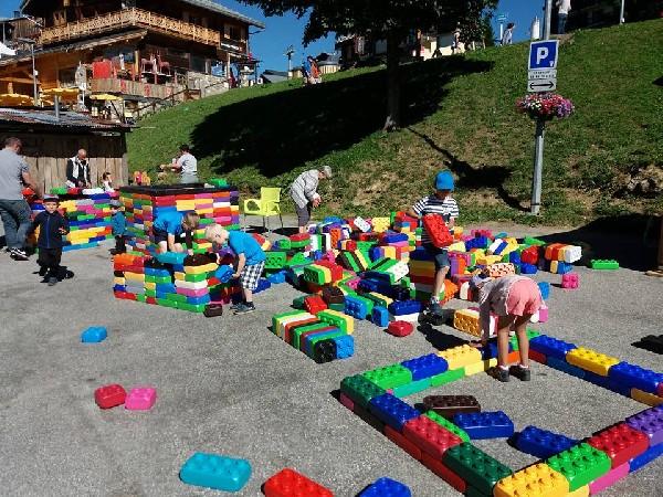 plus de 2000 lego geant a votre disposition , vous avez l&#039;ame d&#039;un constructeur , ideal pour les centre de vacances office de tourisme , ape.<br />